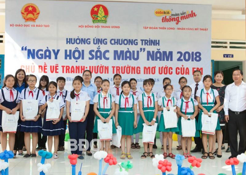"""Hội đồng Đội tỉnh đã đăng cai chương trình """"Ngày hội sắc màu"""" năm 2018, vẽ tranh với chủ đề """"Vườn trường mơ ước của em"""" khu vực miền Trung - tuoitrebinhdinh.vn"""